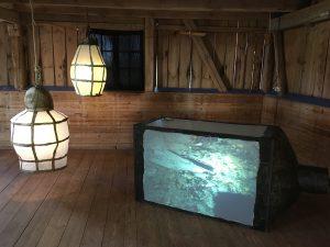 Fallen lykta. Material: Trä, papper, akryl, hönsnät, 2016 och animation, 6,26 min, 2009. Ljud: Ronnie Sundin